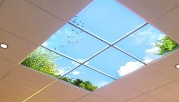 wolkenplafond met verlichting een uitzicht op natuurlijke buitenlucht